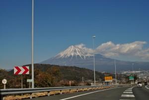 高速合流 富士を臨む